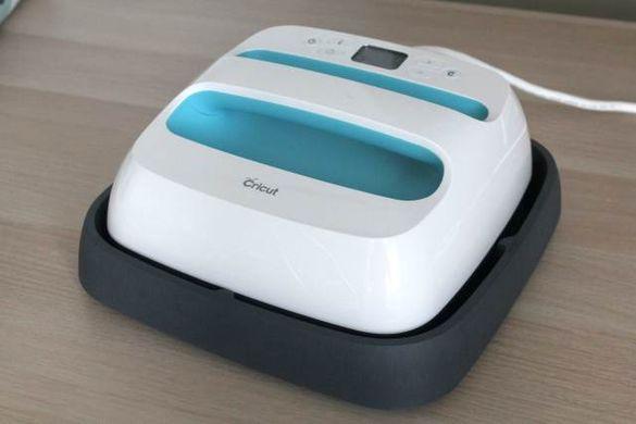 Cricut easy press on its base